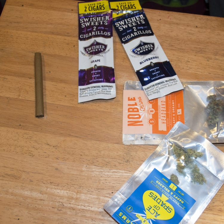 How to roll a blunt 02 Noble Farms