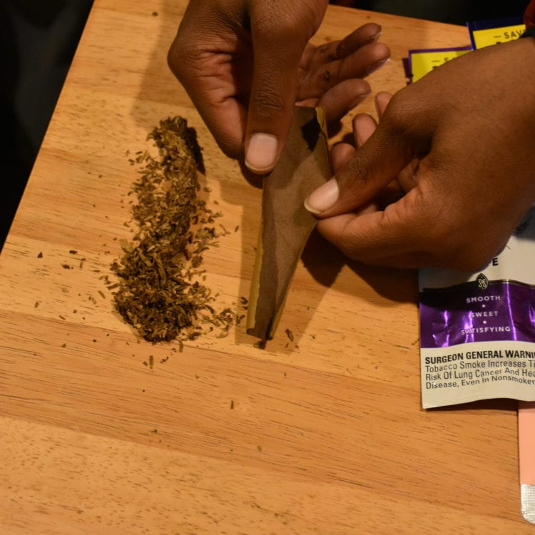 How to roll a blunt 04