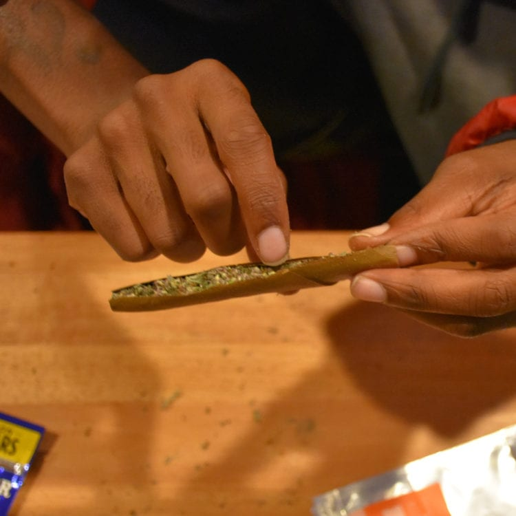 How to roll a blunt 11 Noble Farms